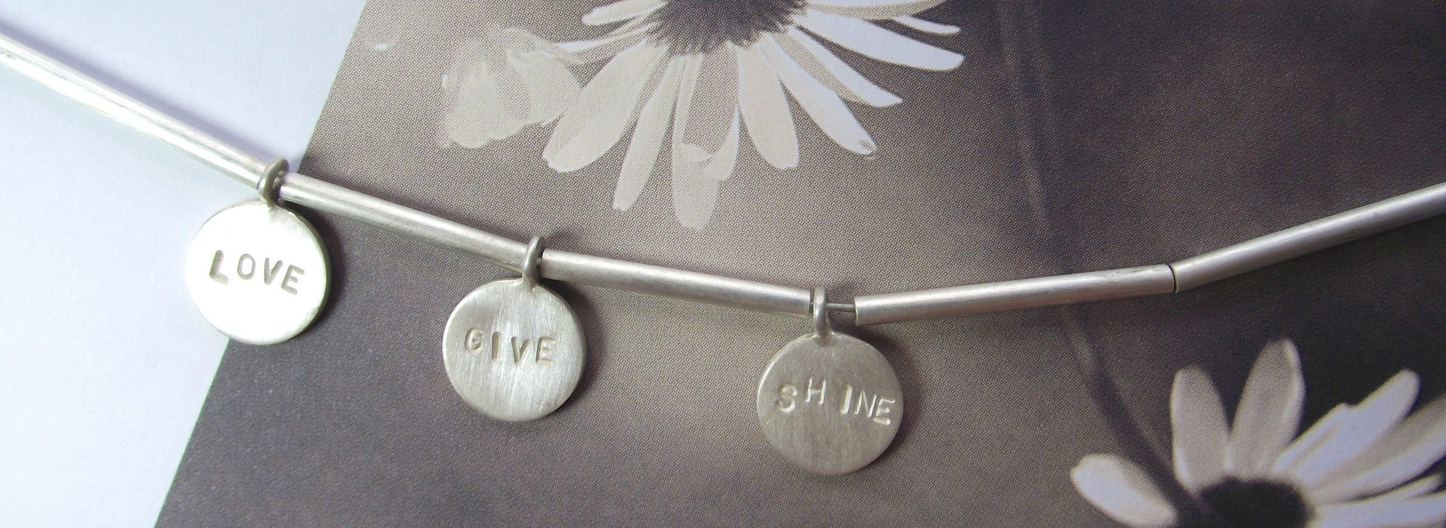 Love_Give_shine_-necklace